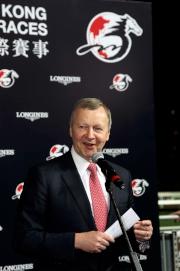 香港賽馬會行政總裁應家柏在賽後記者會上作總結。