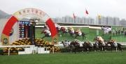 圖22, 23, 24<br> 羊年賀歲賽今日在沙田馬場舉行,由莫雷拉執韁的「驌龍」(1號)勝出賀年盃。