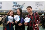 一年一度寶馬香港打吡大賽今日在沙田馬場舉行,每位進場人士均可獲贈寶馬香港打吡Cap帽一頂作為紀念。