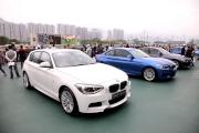 沙田馬場公眾席廣場展出多款寶馬最新系列名車。