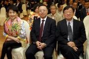 (右起)香港賽馬會賽事秘書鄭育強、澳門賽馬會執行董事兼行政總裁李柱坤、以及澳門賽馬會副主席兼執行董事梁安琪,今日出席澳港盃排位抽籤儀式。