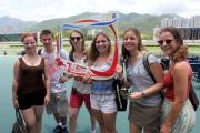 市民和遊客入場欣賞精彩賽事,並參與場內特色活動。