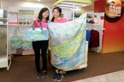 圖六, 七:  「創意奔騰」跨界設計項目精品及著名日本藝術家山口潔子為新馬季設計的「馬場系列」精品今天起於馬場內發售。