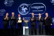 右起:國際賽馬組織聯盟副主席(歐洲)Brian Kavanagh、國際賽馬組織聯盟副主席(亞洲)兼香港賽馬會行政總裁應家柏、國際賽馬組織聯盟主席Louis Romanet、戴圖理、LONGINES總裁霍凱諾與LONGINES副總裁暨國際市場總監Juan-Carlos Capelli於浪琴表全球最佳騎師頒獎禮後合照。