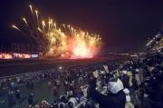 圖十九、二十<br> 全日賽事過後,沙田馬場上空發放璀璨煙火,為浪琴表香港國際賽事畫上完美句號。