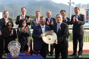 Photo 4, 5, 6<br />   At the trophy presentation ceremony, Club's Steward Stephen Ip (right) presents the Bauhinia Sprint Trophy and  silver dishes to Not Listenin'tome's owner Matthew Wong, trainer John Moore and jockey Zac Purton.