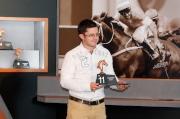阿聯酋參賽馬匹「傲騰作」的練馬師代表Mathew de Kock為該駒抽得第11檔。