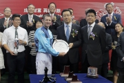 Sun Dawei, General Manager, Personal Banking and Wealth Management Department,  Bank of China (Hong Kong) Limited and Lo Ping Wa, Barry, General Manager, Channel Management Department,  Bank of China (Hong Kong) present a silver dish to winning jockey Hugh Bowman