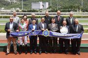 Club Deputy Chairman Anthony Chow (back row, 1st from right), Club Stewards and connections of Horse Of Fortune smile for the cameras at the presentation ceremony.