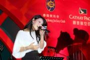2008北京奧運主題曲 ''You and Me''(R&B版本)著名女歌手Tia,為今晚國泰航空香港國際賽事派對的賓客獻唱多支首本名曲。